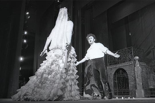 (Тамара Синявская и Хайдар Бигичев в «Кармен», 1984 г.)