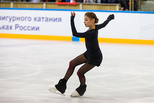 Менее затратны для шоу Анна Щербакова, Алёна Косторная и Александра Трусова. Чаще всех в иностранных проектах участвует Косторная