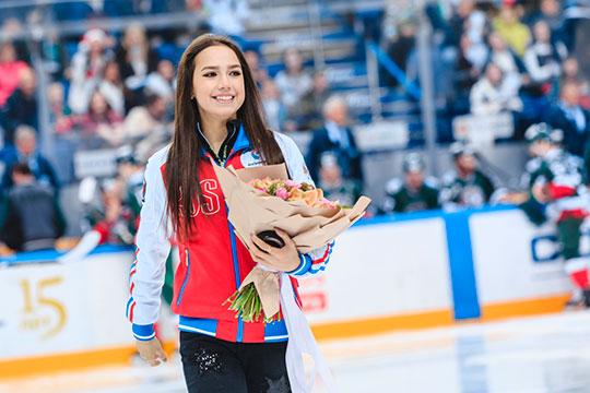 Как выяснил «БИЗНЕС Online» после общения с людьми из фигурного катания, Алина Загитова и Евгения Медведева получают в среднем 10 тыс. евро за выступление в иностранном шоу и 5 тыс. — в российском