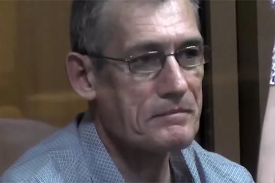 Владимир Мольков, лидер группировки «Поселковские», осужденный на 22 года колонии строго режима, по словам жены, получил обширный инфаркт, но после 10 дней лечения в Новосибирске был возвращен в колонию