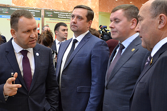 Еще в ноябре прошлого года на должность начальника управления АПК, земельных отношений и потребительского рынка аппарата кабмина Татарстана согласовали кандидатуру Алмаза Хисамутдинова (слева)