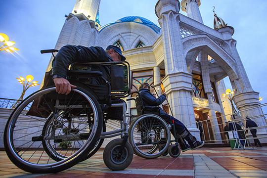 По словам Титова, руководство ФСС обратило внимание на то, что более 1300 инвалидов республики почему-то приобретали средства (например, коляски или костыли), у одного и того же индивидуального предпринимателя