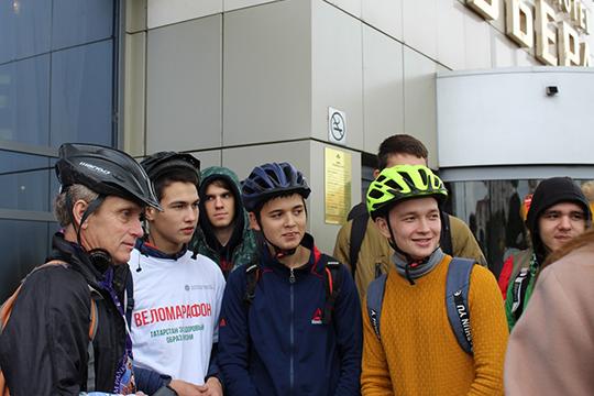 Участники веломарафона «Татарстан за здоровый образ жизни» тоже пришли встретить Ильдуса Янышева