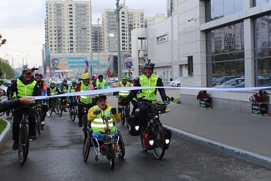 Перед финишем, первыми едут Ильдус Янышев и Алексей Костюченко