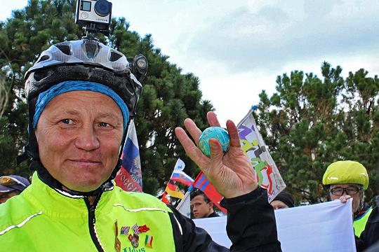 Ильдус Янышев возил с собой маленький земной шарик – как символ кругосветного путешествия