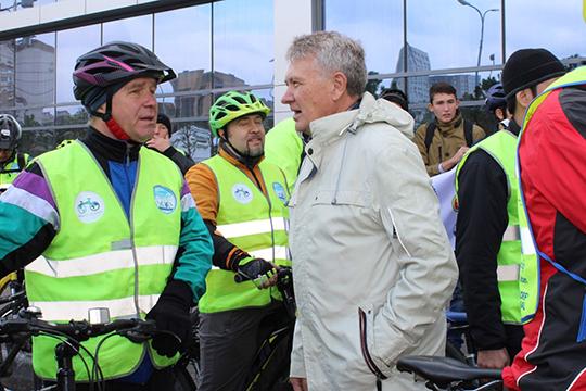 Хайдар Халиуллин был участником международного велоралли, а нынешний президент ассоциации Рафик Шайхудинов встречал велосипедистов в Казани