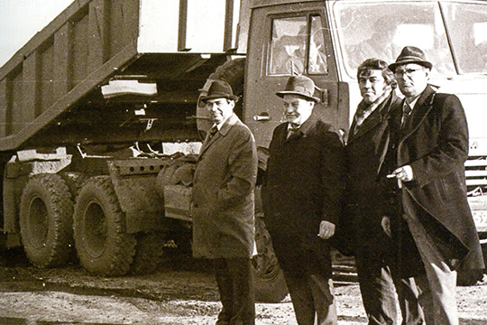 18 октября 1980 года. Дорожно-строительное начальство на последнем участке дороги
