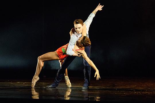 Пламенный адепт русской классической балетной школы, Вячеслав Самодуров, тем не менее, никоим образом не намерен ее мумифицировать