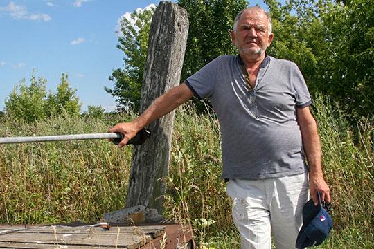 Вячеслав Нилов: «Стыдно, что поля зарастают бурьяном, что деревня умирает»