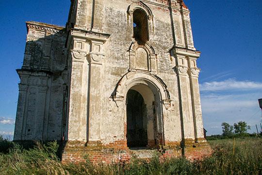 Руины Никольской церкви 19 века в Старых Бурундуках