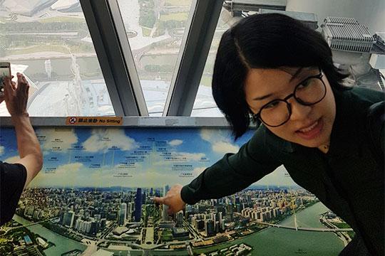 Столицу провинции Гуандун город Гуанчжоу лучше всего рассматривать сместной 600-метровой телебашни— второй повысоте вмире