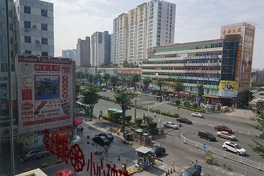 Дунгуань.Современный облик города напоминает Набережные Челны, только втри раза выше ив15 раз заселеннее— здесь проживают больше 8млн человек