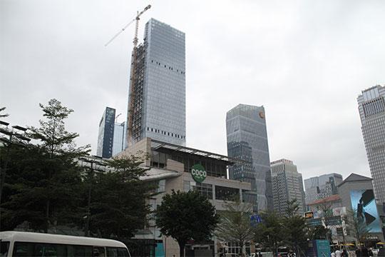 Шеньчжень.Некоторые здания возводились соскоростью один этаж затридня. Укитайцев поэтому поводу даже появился специфический неологизм— «шеньчженьская скорость»