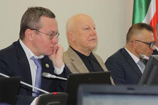 Александр Груничевпредложил тарифообразующим предприятиям, вчастности казанским перевозчикам, дополнительный аудит, чтобы «двигаться кболее открытой ипрозрачной системе»