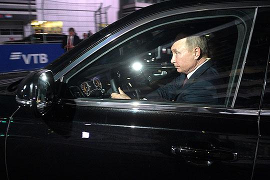 У великой державы должен быть собственный автомобиль для первого лица, анекакой-то там Mercedes пусть ивпульмановском бронированном варианте