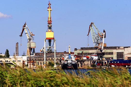Зеленодольское предприятие фактически руководит керченским заводом «Залив». «В первую очередь, к санкциям прицепили, конечно, за Керчь, — указывает Андрей Фролов
