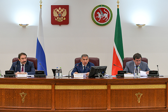 Рустам Минниханов признал наступление положительных тенденций— число «проштрафившихся» чиновников снижается, ноколичество нарушений остается натомже уровне