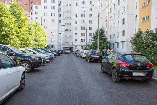 «Многие автовладельцы даже нескольких метров до парковки пройти не хотят — надо, чтобы прямо у подъезда машина стояла. Видимо, мы еще не накатались на машинах…»