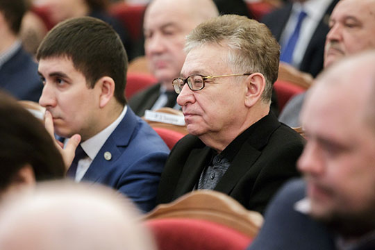 Не без внутренних сомнений, по совету экспертов, «БИЗНЕС Online» все-таки решился сместить Рауфаля Мухаметзянова с высшей строчки нашего рейтинга