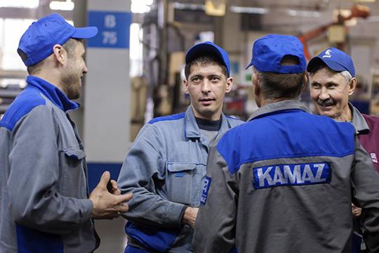 Средняя зарплата назаводе выросла на2тыс. (5,6%) до37,7тыс. рублей— сэтой «средней побольнице» зарплатой «КАМАЗ» занял предпоследнее место, обогнав только «Завод Элекон»