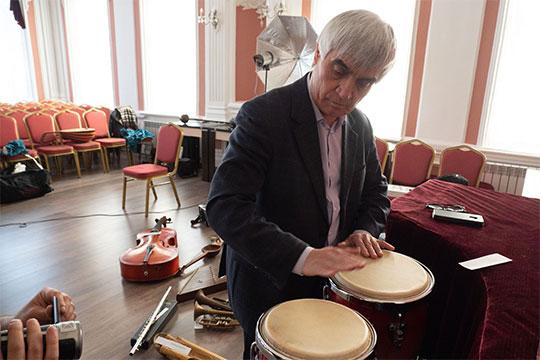 Мы уже рассказывали об уникальной коллекции музыкальных инструментов Рашида Калимуллина. Недавно она пополнилась…