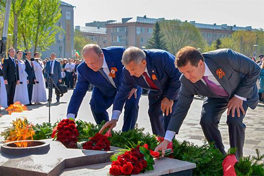 «Люди на барельефах как настоящие»: Аллея Славы в Юдино предстала в бронзе