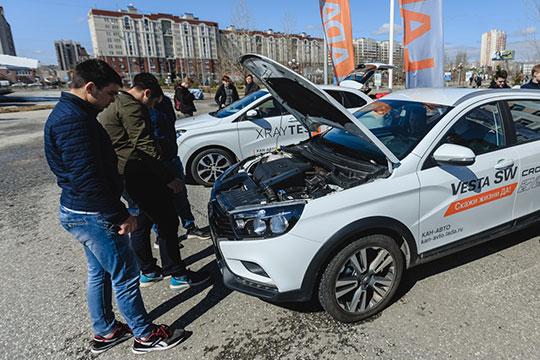 «Если машину надо поменять, то человек вместо покупки того же Hyundai Solaris пересаживается на Lada Vesta»