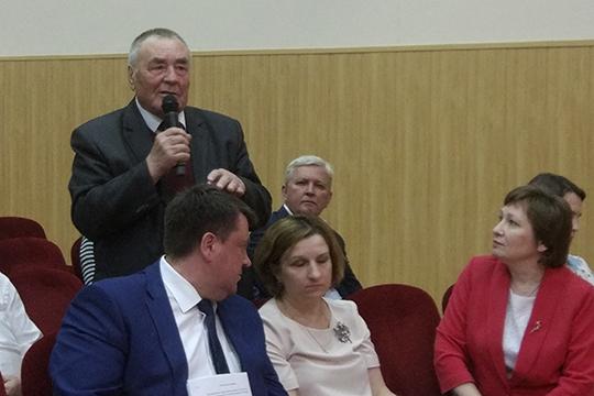 Борис Большаков:«Выговорите, очистят воздух, воду. Хотелосьбы верить. НКНХ втечение 30 лет сливал виловые котлованы для обогащенногоила. Нооказалось, что вместе собогащенным илом качали туда шлам»