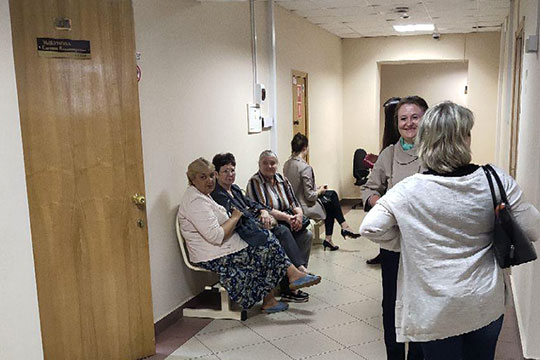 Представителей четы Мусиных в Вахитовском районном суде ждала группа вкладчиков во главе с юристом Еленой Косоуровой