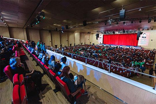 «Там (в «Казань Экспо») зал не для сольных выступлений, а для конференций. Может быть, для фестивалей, где поют под фонограмму»