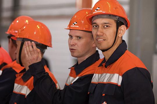 «Русские непонимают, почему мытак работаем, инаши ребята непонимают русских, почему вытак работаете— допяти, апотом сразу домой. Всубботу ивоскресенье, если дела есть, работников вызвать сложно»