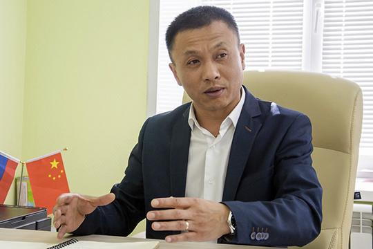 Чжай Юйгуй: «ВКитае рабочие получают больше, чем рабочие вРоссии. Ясмотрю, из-за курса, наверное, такая разница»