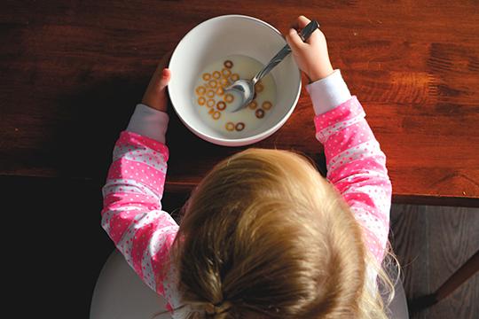 Питание ребенка также может влиять на появление болей роста