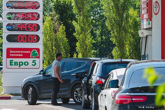 На автозаправках Казани впервые с мая 2018 года начали переписывать ценники. Бензин подорожал на 50-60 копеек за литр