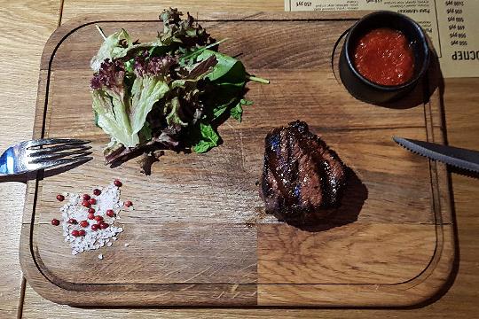 «Море имясо»: 118 блюд ивызреватель для стейков