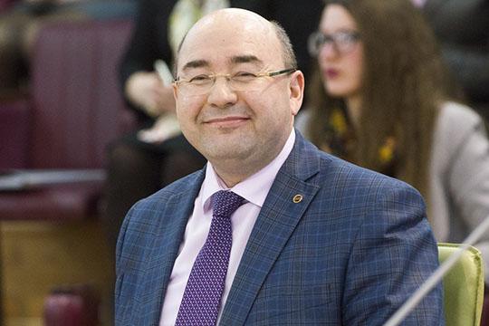 Радиф Замалетдинов:«Уэтого проекта аналогов вРоссии нет. Все расходы компенсирует республика. Кроме того, тем, кто учится напятерки ичетверки выплачивается стипендия— 15тысяч рублей»