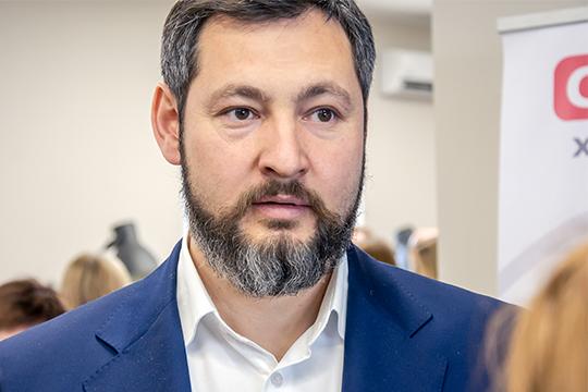 Коробченко с2010 года состоит вчелнинском горсовете, входит вкомиссию пообразованию, национальной имолодежной политике, известен как меценат, хотя инеафиширует свою благотворительную деятельность
