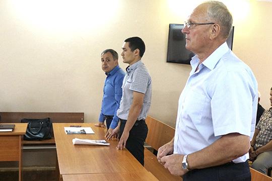 Попредъявленным статьям уголовного кодекса Шарафутдинову иВалееву грозит до10 лет лишения свободы. Подписку оневыезде для них суд оставил всиле