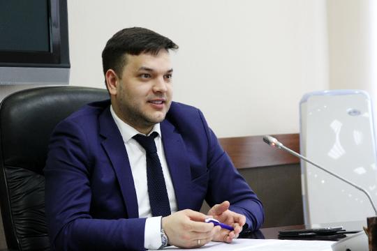Айрат Гатиятовполучил назначение в Москву. С июля он директор департамент имущества и бюджетных инвестиций министерства науки и высшего образования России