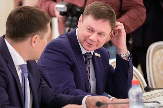 Кантюков, по слухам, готовил себе на смену сына Рафаэля Кантюкова, который трудится в компании замом главного инженера по эксплуатации магистральных газопроводов. В 2015 году он стал депутатом Казгордумы