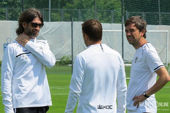 Эдуардо Докампо (справа) — формально главный тренер «Рубина», которого планировали заявить на должность лишь на первые месяцы