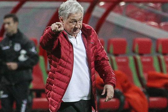 «Рубином» в 2014-м году руководил Ринат Билялетдинов, хотя заявлен на сезон в качестве главного тренера был Владимир Маминов