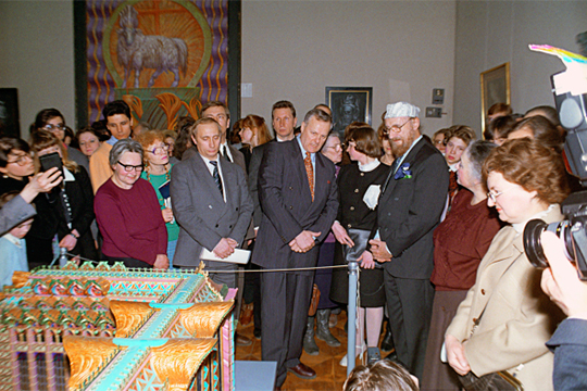 (на фото: Анатолий Собчак (в центре) и Владимир Путин (слева)