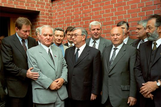 «Противники боялись Ельцина, они не боялись Путина. Для них Путин был еще никто»(на фото: Михаил Лапшин, Евгений Примаков, Юрий Лужков и Артур Чилингаров (слева направо) август 1999 года)