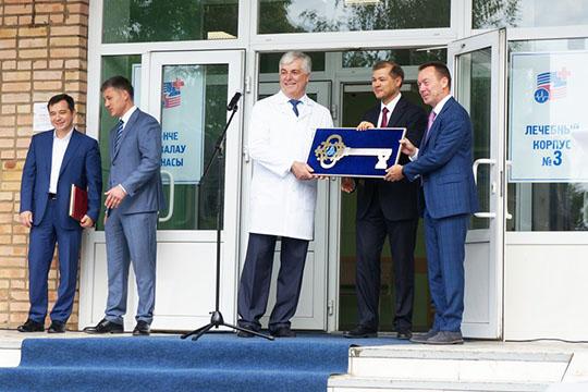 Открывая ожоговое отделение вНижнекамске, Руслан Шигабутдинов много говорил овозврате ксоветским традициям социальной ответственности