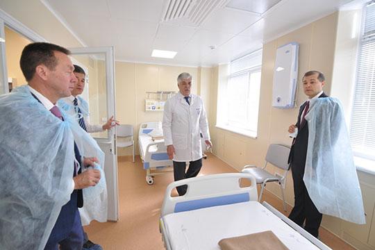 «Это первый шаг…»: Руслан Шигабутдинов даровалНижнекамску шесть коек вбольнице