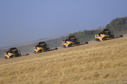 «Все 124 комбайна готовы куборке, но, ксожалению, из-за очень влажной почвы невсегда можно было заехать наполе. Авообще, лето для сельхозкультур, растениеводства было удачным, обошлось без засухи»