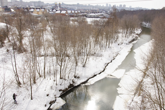 «Проект пореке Шильна оценивается почти в60млн рублей. Река вся заросла порослями. Противники проекта утверждают, что онпредполагает вырубку 17 тысяч деревьев, ноэто недеревья, акустарники!»