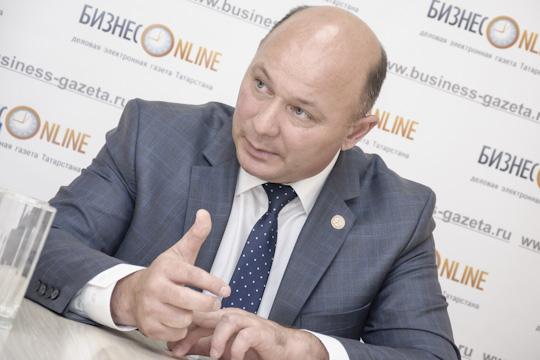 Фаил Камаев:«Район платит свыше 2,3миллиардов рублей налогов вфедеральный иреспубликанский бюджеты, аостается унас чуть более 300миллионов. Наверстываем засчет дополнительных средств, других программ»