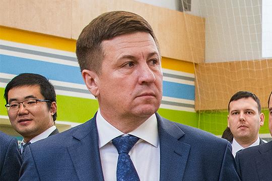 Юрий Багров пояснил, что действительно вложился в свое время в этот комплекс, но никаким бизнесом там не занимается, и никаких претензий у застройщика к нему нет
